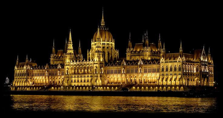 https://flic.kr/p/ysWHYD   Hungarian Parliament Building from Danube River.Batthyány tér.Budapest.Oct14   (handheld)  'The most valuable things in a life are a man's memories. And they are priceless.' (Andre Kertesz)