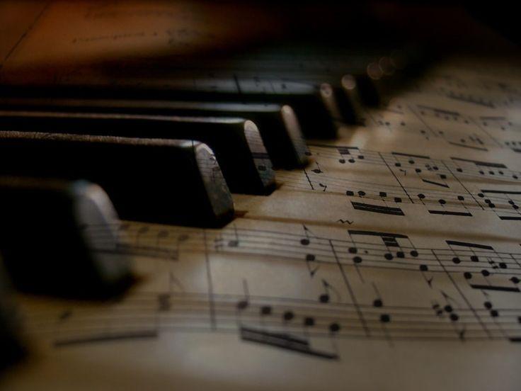 Wir alle sind Menschen, keine Klaviertasten.Niemand kann uns behandeln,als wären wir Klaviertasten.Niemand kann uns drücken,um die Musik zu spielen,die ihnen gefällt. - Fedor Dostoevskij - .. Tutti noi siamo persone, non tasti di pianoforte. Nessuno può trattarci come se fossimo tasti di pianoforte. Nessuno può schiacciarci per suonare la musica che piace a loro.(Fedor Dostoevskij) - Bild: Pexels - ~ gesehen bei: Paleobarattolo https://www.facebook.com/Paleobarattolo.it/