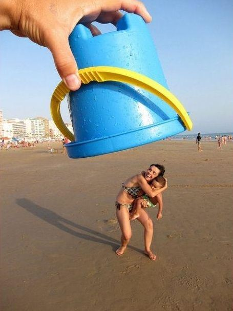 Beach fun: funny bucket picture forced perspective photography (kids beach camping craft)