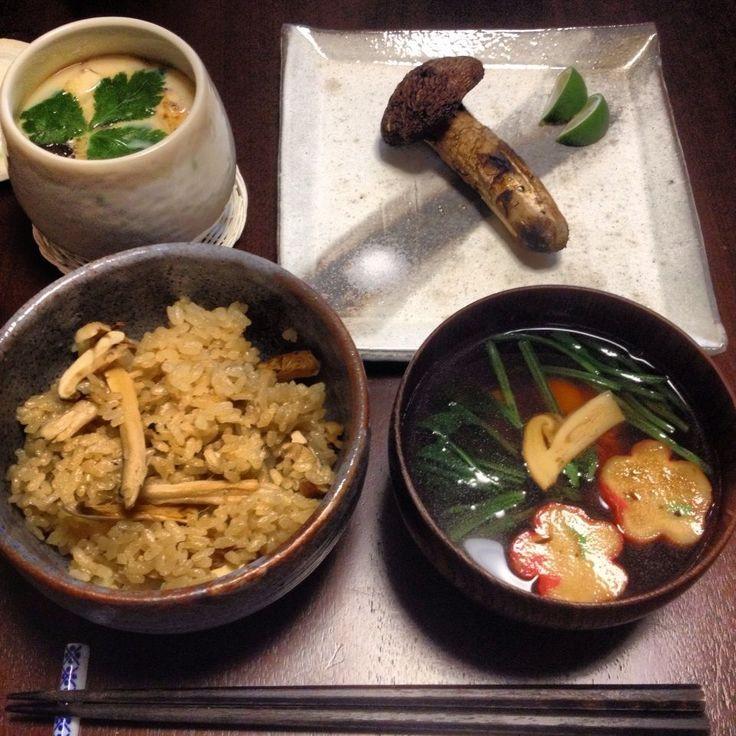 秋の味覚!レシピ「余計なものは入れない基本の松茸ご飯」 松茸ご飯、松茸のお吸い物、松茸の茶碗蒸し、焼き松茸。