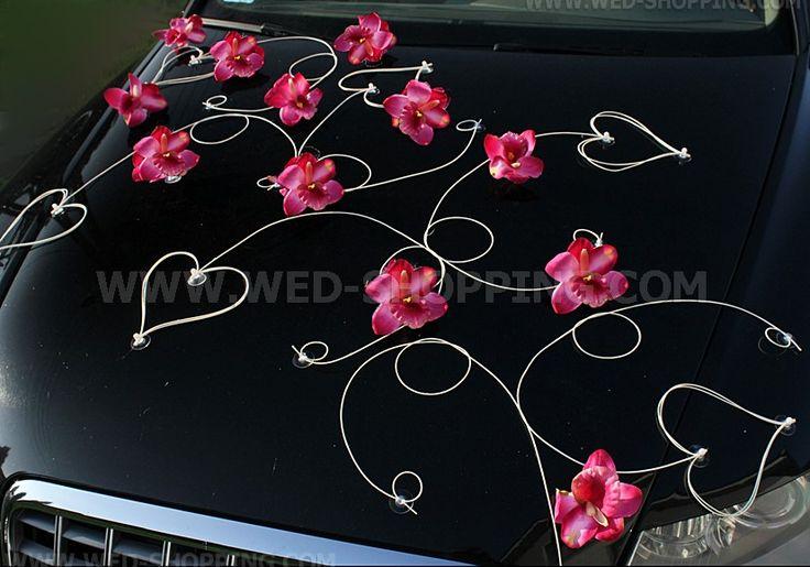 Décoration voiture mariage orchidées rose foncé et le coeur