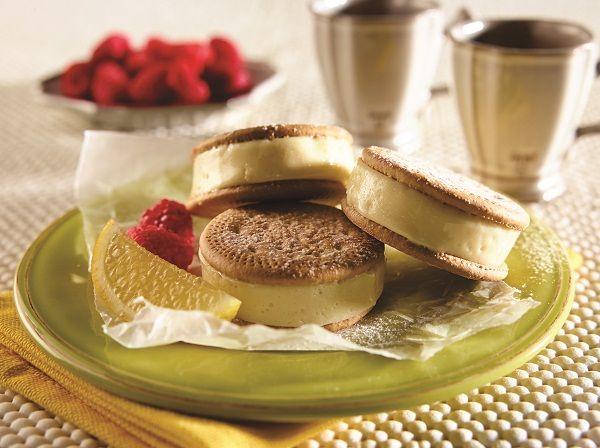 Sándwich-helado-de-limón-y-frambuesas