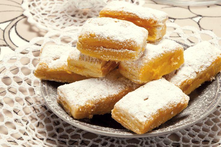 Receita de Delícias folhadas com creme de pasteleiro. Descubra como cozinhar Delícias folhadas com creme de pasteleiro de maneira prática e deliciosa com a Teleculinaria!