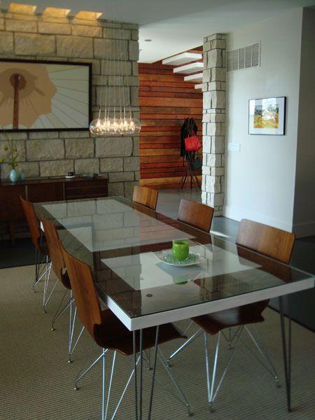 Из старых деревянных дверей можно своими руками сделать обеденный или письменный стол. 3 подробных мастер-класса и 10 фото столов из старого дверного полотна.