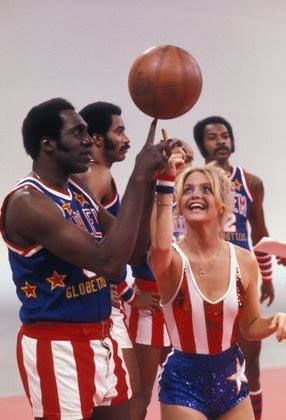 "Goldie Hawn and The Harlem Globetrotters.  The #HarlemGlobetrotters will bring their 2014 ""Fans Rule"" to #Oakland January 17 & 19, 2014! #ROARacle"