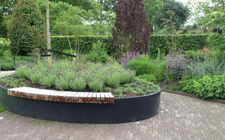 Straatmeubilair / parkmeubilair in aluminium (met zitbanken en plantenbakken)