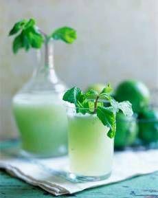Low Calorie Cucumber- Melon Smoothie        Ingredients:    1 cucumber  1/2 ripe honeydew melon  1 teaspoon lemon juice  2 tablespoons fresh mint  1/2 cup water