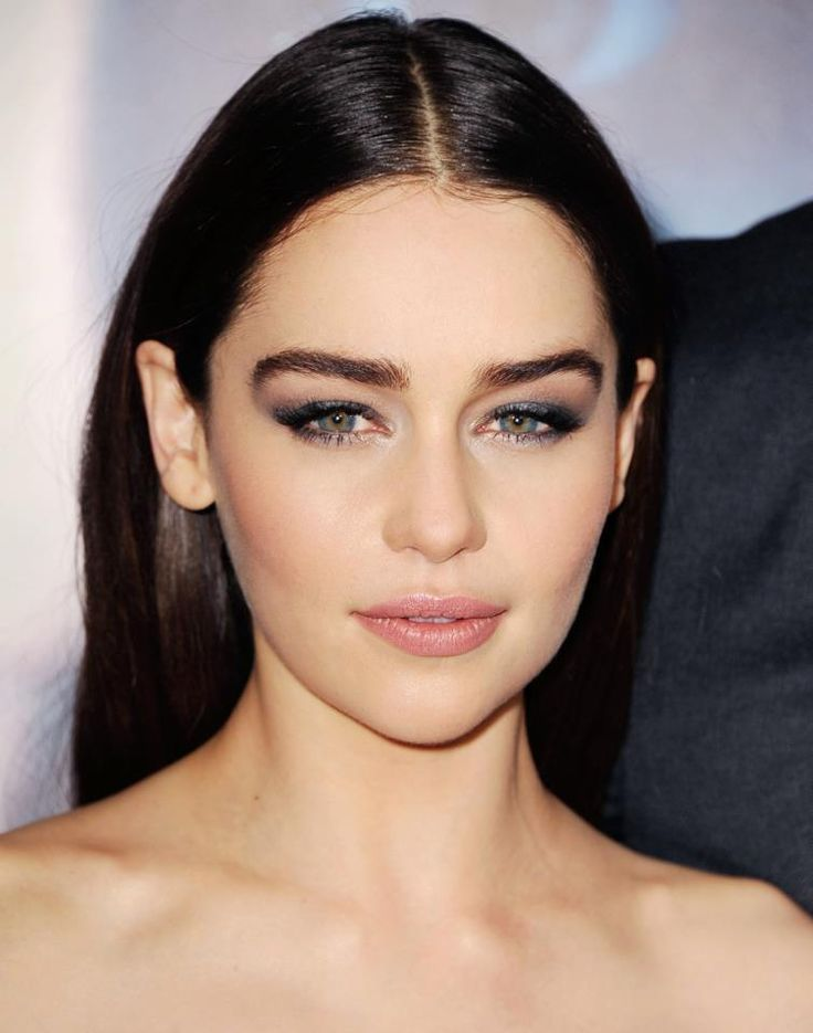 ijustwanttoscrapbook:  Emilia Clarke Makeup byDawn Broussard Hair by Jenny Cho