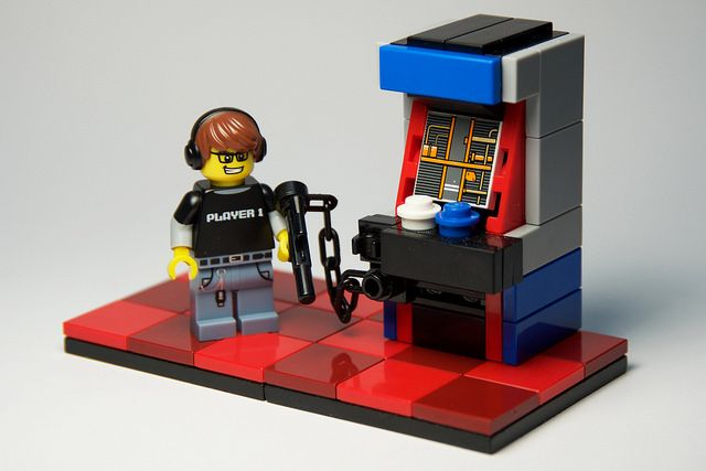 These retro arcades are perfect for your minifigs