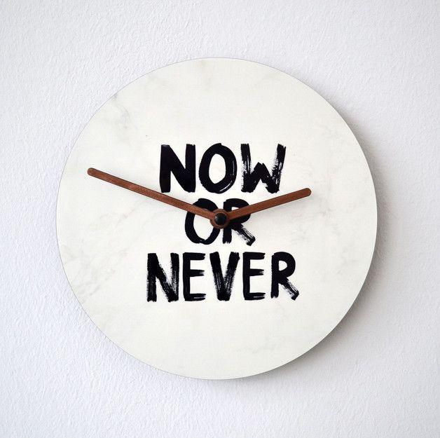 """now or never - Wanduhr von Formart  Die Zeit ist reif für unsere Wanduhren! Jetzt könnt ihr es wörtlich nehmen und euch mit diesen Schmuckstücken Formart - """"Zeit für Schönes"""" ins Haus..."""