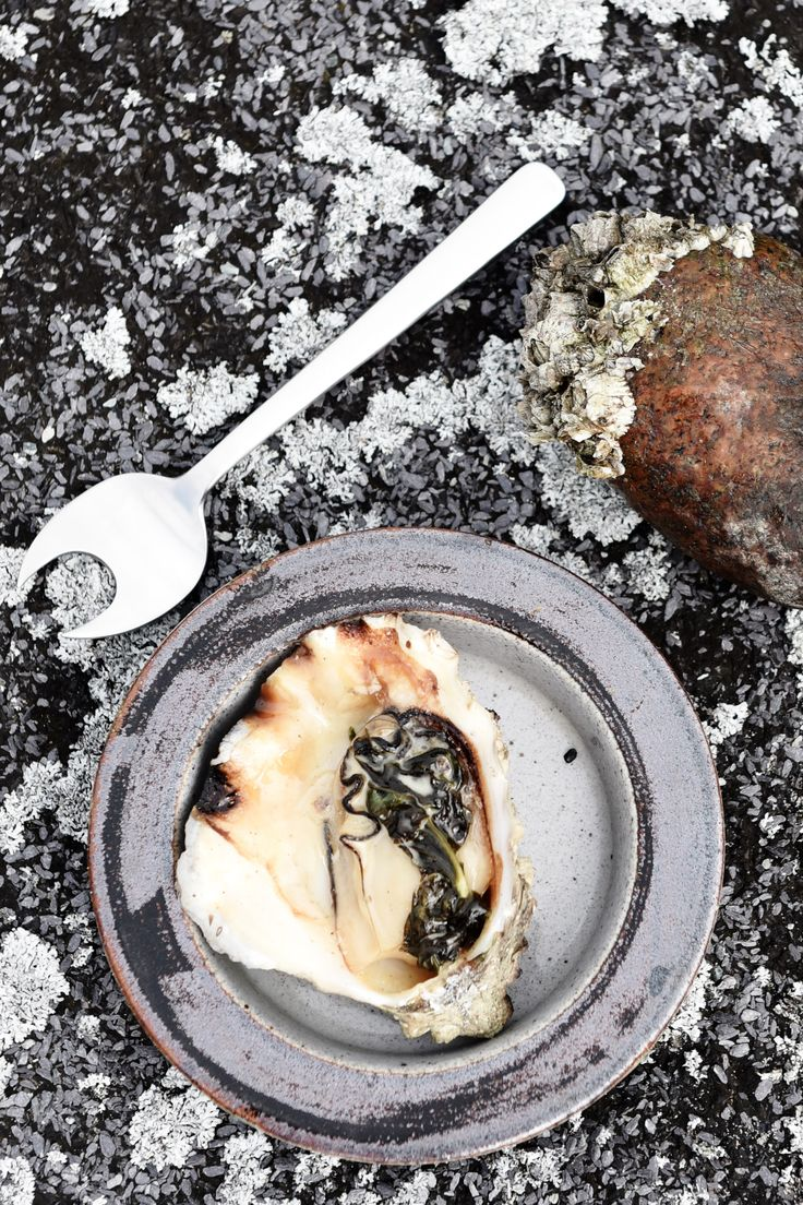 Danish oysters from the Vadehavs-region is known as some of the best oysters you can get. And gourmet often goes hand-in-hand with quality utensils. Here freshly served Vadehavs oysters with the Kay Bojesen Grand Prix oyster fork. Photos by Colin Seymour