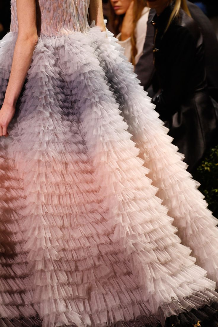 See detail photos for Christian Dior Spring 2017 Couture collection. #jadealyciainc www.jadealycia.com