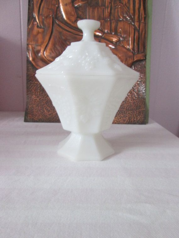 Vintage Vase milk glass avec couvercle/ Vintage Vase milk glass with lid