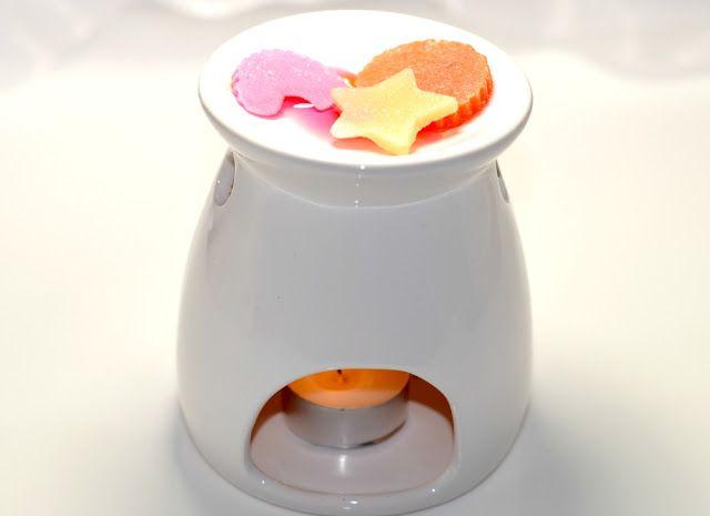 Bomb Cosmetics Little Hotties Home Fragrance Melts & Burner   Christmas Gift Guide £10 & Under