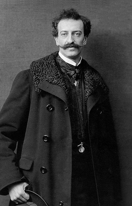 Oscar Strauss, que se convirtió en Oscar Straus para no ser confundido con los músicos de la familia Strauss, con la que no tenía ninguna relación, como tampoco con el compositor alemán Richard Strauss, fue un compositor austriaco nacido en Viena el 6 de marzo de 1870 y fallecido en Bad Ischl el 11 de enero de 1954.