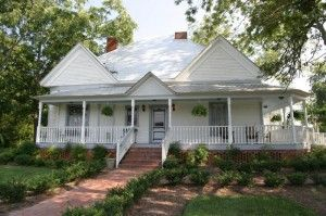 If you like good ol' country cooking and gallons sweet tea, then the Foster House is the place for you!!