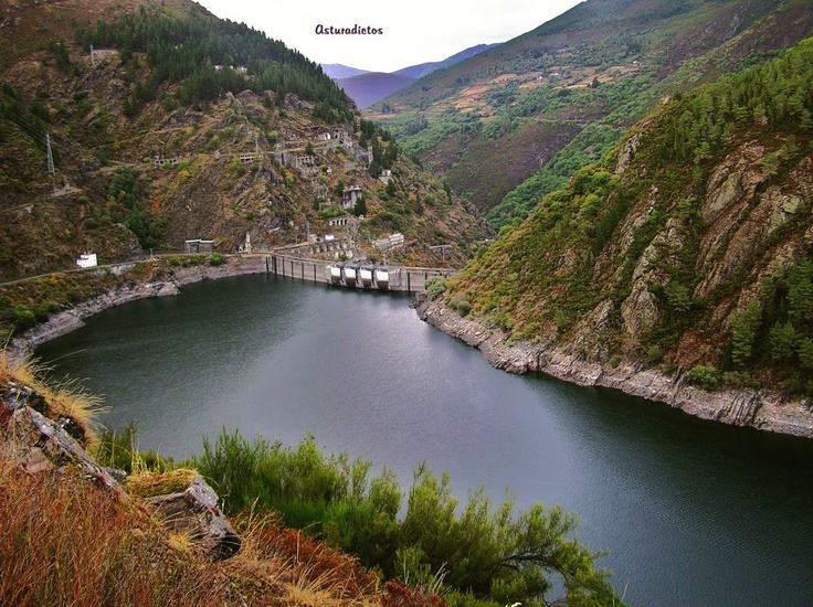 Presa de Grandas de Salime. I pass by it