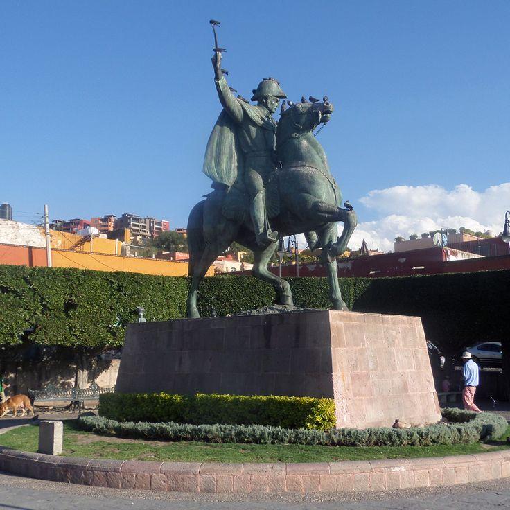 In San Miguel de Allende, you can appreciate the great sculpture of Ignacio Allende, a hero of the Mexican Independence