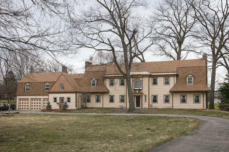 Golf Club mansion with huge kitchen asks $549K - Curbed Detroitclockmenumore-arrow : Must love wood