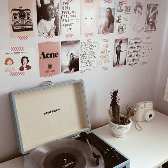 Wall full of cute quotes and photos and a freakin' adorable record player?! I NEED