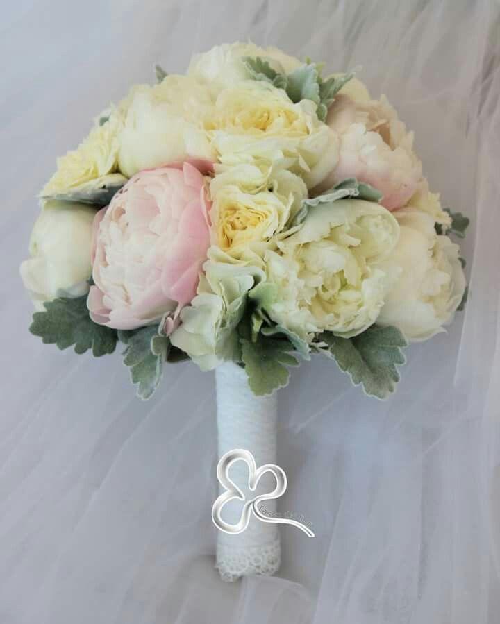 Nunances delicate, raffinatezza del pizzo e tanto romanticismo per un bouquet dallo stile shabby chic
