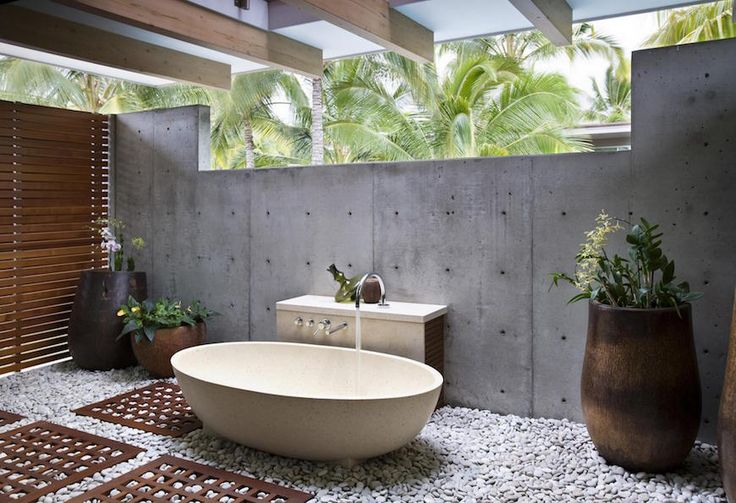 Modern outdoor bathroom design idea with bathtub and stone floor. 10 Astonishing Tropical Bathroom Ideas That You Must See Today ➤To see more Luxury Bathroom ideas visit us at www.luxurybathrooms.eu #luxurybathrooms #homedecorideas #bathroomideas @BathroomsLuxury