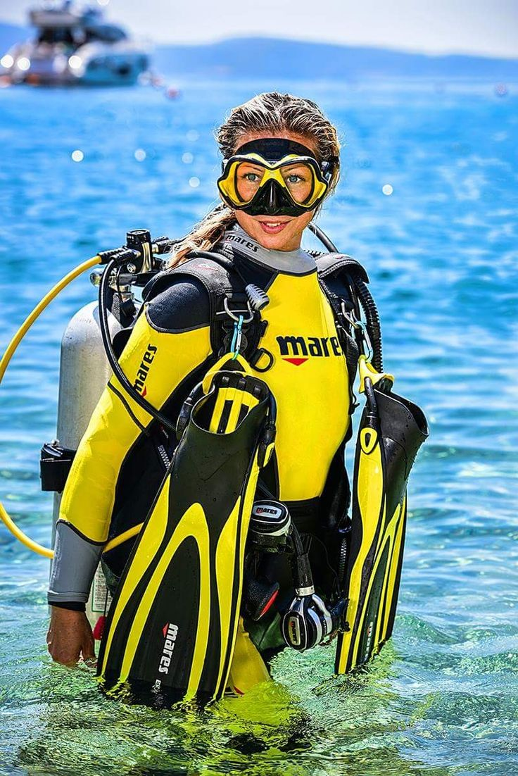 girl-scuba