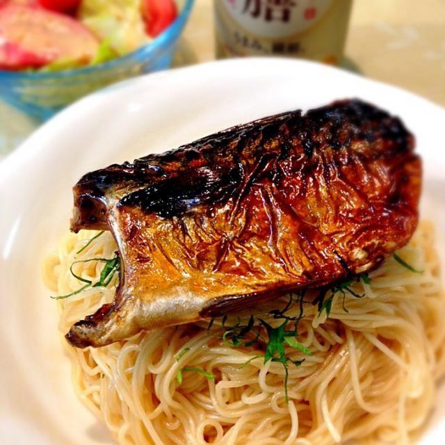 今夜はそうめん。 焼き鯖は普段からよく食べていますが、そうめんと合わせたのは初めて☆ 滋賀県長浜の郷土料理だそうです。 そうめんがカッペリーニみたいで、なかなか美味しかったです♫  2014.5.24 - 147件のもぐもぐ - 5/24 焼き鯖そうめん by atsu1143