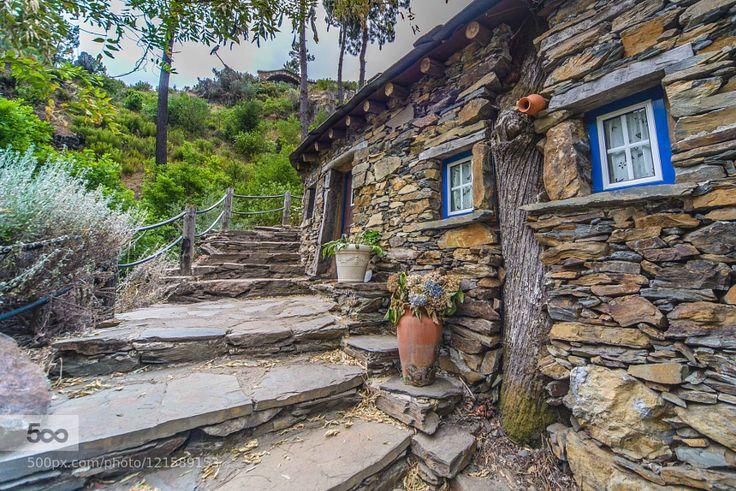 A tree home Small house in Foz da Égua