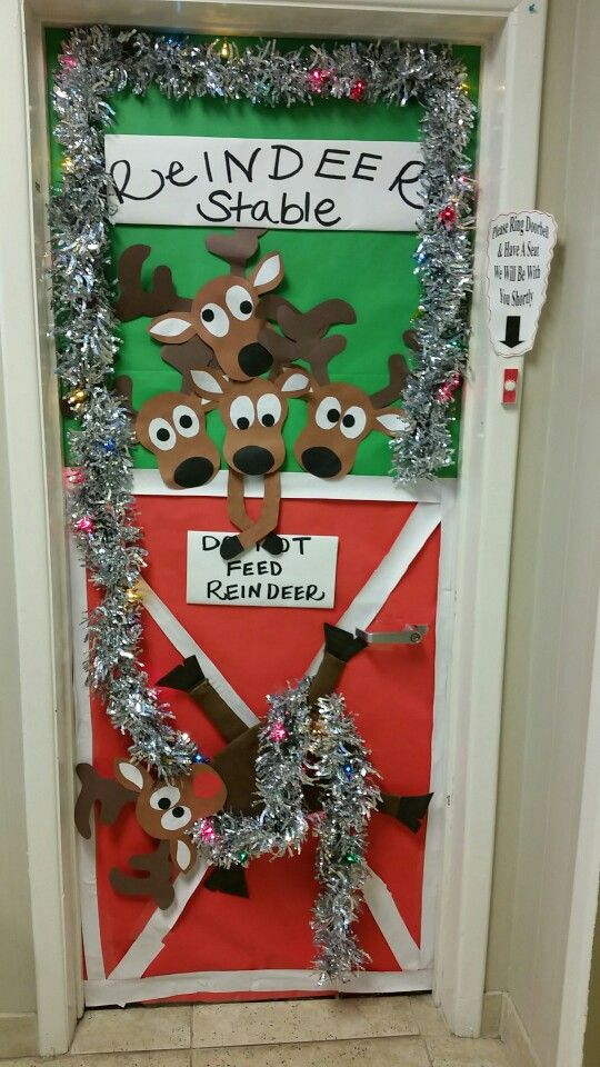 Christmas door decorating contest 2015 @ Kelly nutrition