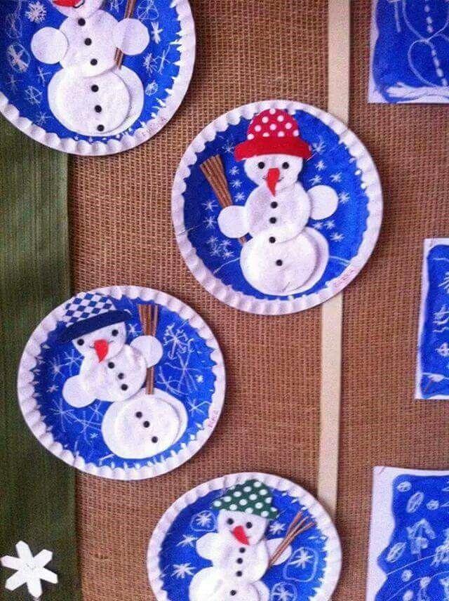 Sneeuwpopjes gemaakt met wattenschijfjes