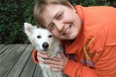 Собака-будильник ежедневно спасает от смерти больную хозяйку...