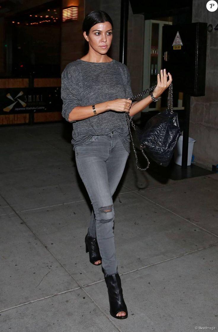 Kourtney Kardashian va dîner dans le restaurant du célèbre chef Celestino Drago à Beverly Hills, le 28 octobre 2015.