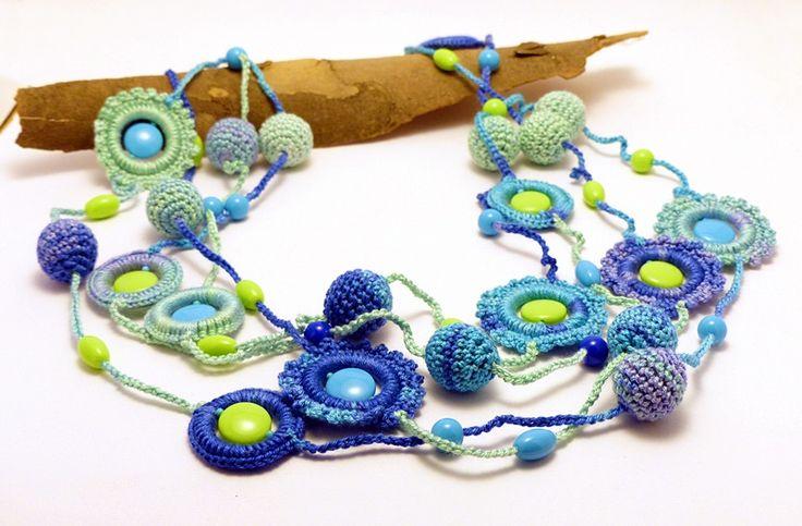 horgolt nyaklánc kék és zöld színben / crochet necklace in blue and green