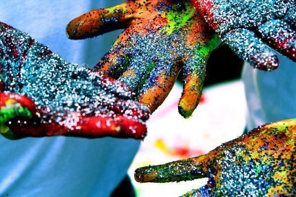 Tinta é o nome normalmente dado a uma família de produtos, usados para proteger e dar cor a objectos ou superfícies, cobrindo-os com uma cobertura pigmentada. A tinta é muito comum e aplica-se a praticamente qualquer tipo de objectos. Usa-se para...