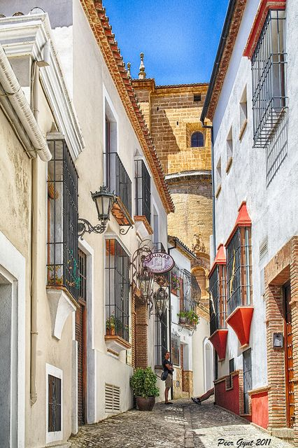 Visit the back streets of #Ronda with our VIP Private Guide... http://www.euroadventures.net/spain/private-day-tours/ronda-walking-tour.html // Visite las calles escondidas de Ronda con nuestro guía privado VIP... http://www.euroadventures.net/spain/private-day-tours/ronda-walking-tour.html