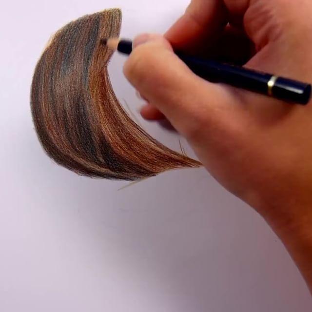 WOW😍  Reality hair drawing ist eine anspruchsvolle Art des Zeichnens.. Die Geduld und das Können muss man erstmal aufbringen👌  Ich bin begeistert💞  #RealisiticHairDrawing #Hair #Love #Lovelyhair #justwow #creative #lovethisvideo #beauty