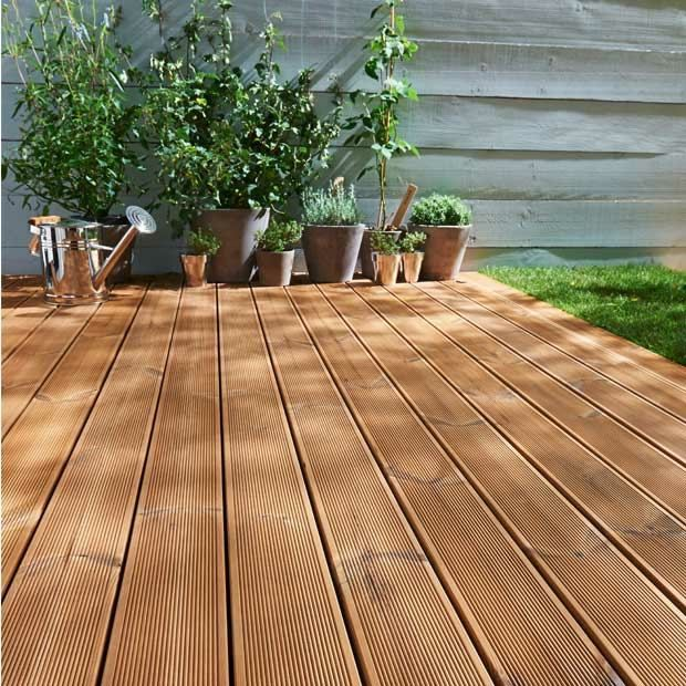 holz dielen terrasse eichenholz beige braune farbe. Black Bedroom Furniture Sets. Home Design Ideas