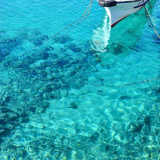 【maayublue】さんのInstagramをピンしています。 《2017.2.15  9:52  #祖納港 #船着場  okinawa yaeyama yonaguni island #thewesternmostislandofjapan  こんにちは☻ はぃ、今日も晴れました☼ いつもの用事ついでに寄り道〜 太陽の日差しで光合成できました。(笑) ✤ の、 なんた橋の下、祖納港の船揚場。 今日も海、 キラキラの、めっちゃ透け感💙 &またまた 船が #空中浮遊 …( ^ิ艸^ิ゚)(笑) ✤ #thewesternmostislandofjapan  #okinawa #yaeyama #yonaguni #沖縄 #八重山 #与那国 #日本最西端 #海 #空 #雲 #青 #ブルー #青空  #ナンタ橋  の下 #アクアマリン #コバルトブルー  #エメラルドグリーン #グラデーション  #バスクリン入れたでしょ  #nikon #d5500 ✤》