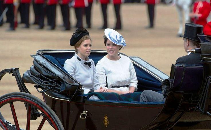 Bij wedkantoren in Engeland wordt al druk gewed op de doop van prinses Charlotte. Prinses Beatrice van York staat het hoogst genoteerd als mogelijke peetmoeder, direct gevolgd door haar zus Eugenie.