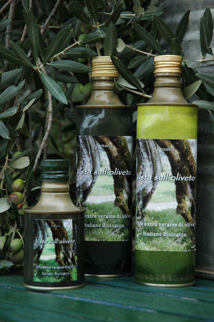 PoggiOlio 100% natuurlijke en Italiaanse olijfolie uit Umbrië. Onze olijfgaard bevindt zich in Poggiolo,  een streek bekend om de topkwaliteit olijfolie.  In onze olijfgaard staan 6 verschillende olijfsoorten. Ascolana is het hoofdingrediënt in onze olijfolie. De combinatie van deze olijfsoorten zorgt voor een bijzondere olijfolie met sublieme smaak. Zacht in de mond met een pepertje in de nasmaak.  We leveren in Nederland en België. Bestellen kan via www.olijfoliewijnitalie.nl