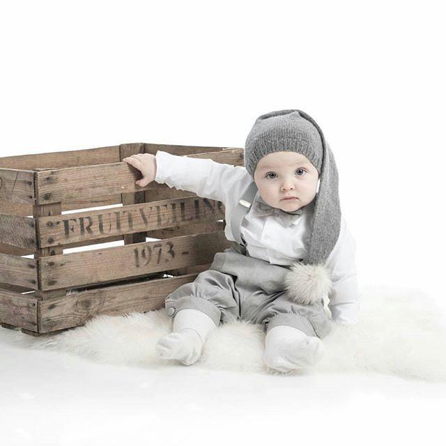 Last years santa💙 ➡ Fjorårets nissegutt🎅❄ fortsatt ikke bestemt meg for juleantrekk i år🙈 typisk meg å bestille akkurat i siste liten før jul, så håper jeg slipper det i år🙄 noen tips?❄ nisselue fra flinkeste @karenschomann #lastyear #santa #nissegutt #nisselue #baby #babyboy #growinguptoofast #ayearago #tbt #tiny #takemeback #timogtia #cute #perfect #son #family #love #loveyou