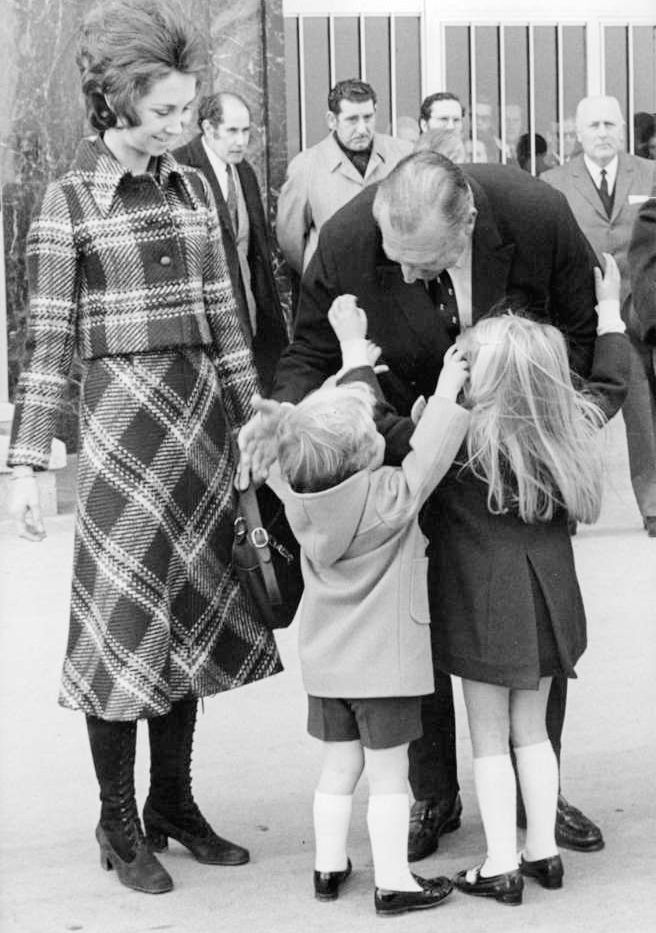 misshonoriaglossop:  Then Princess (now Queen) Sofia watches her children Infante (now King) Felipe and Infanta Cristina greet their grandfather the Count of Barcelona, early 1970s