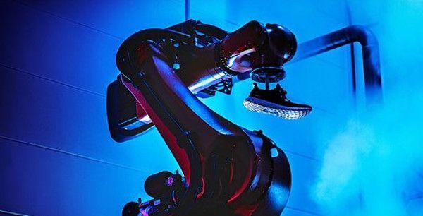 """La Speedfactory di Adidas ha trovato un alleato inSiemens.Il colosso tecnologico tedesco e il marchio di abbigliamento sportivo hanno infatti annunciato una collaborazione per la """"produzione digitale"""" di articoli sportivi. In particolare, le parti lavoreranno per potenziare la digitalizzazione della Speedfactory, la fabbrica robotdi Adidasche utilizzeràtecnologie intelligenti, come la robotica, per dare una spinta alla …"""