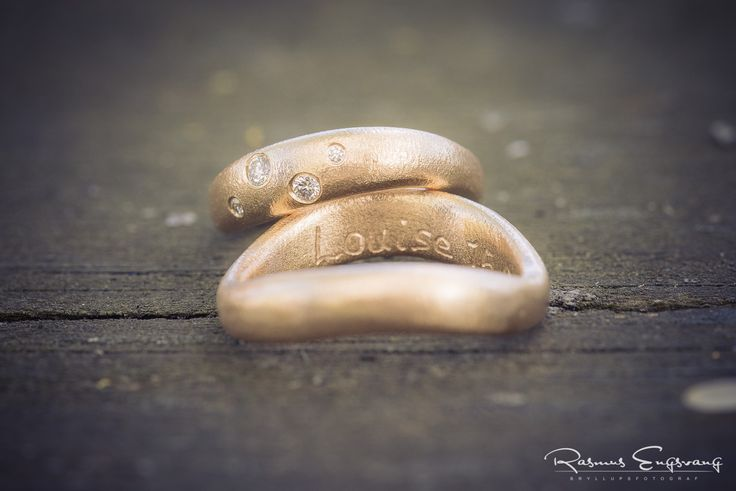 De smukke vielsesringe giver et anderledes æstetisk og personligt udtryk.