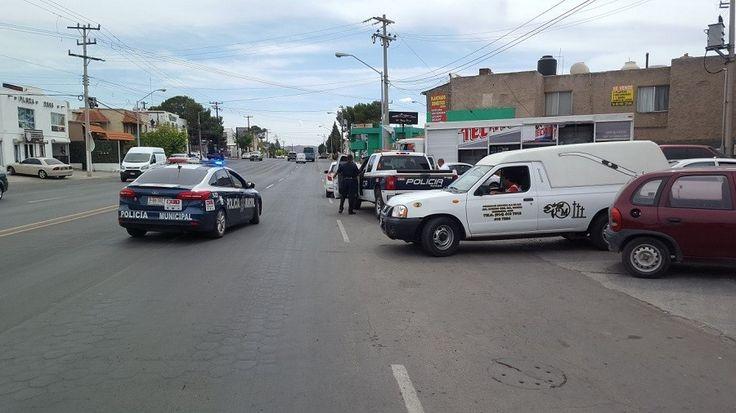 <p>Chihuahua, Chih.- Un hombre de 57 a los de edad murió de un infarto fulminante en el exterior de una tienda Oxxo ubicada en el cruce de la avenida