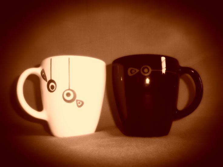 Tazas disponibles en Blanco y negro