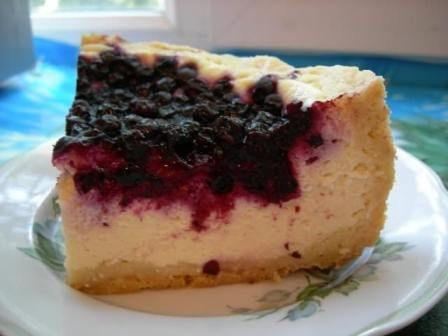 Полезный творожный пирог со смородиной