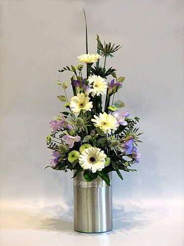 triangular flower arrangement - Google zoeken | FLOWERS ...