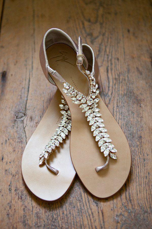 Sandalias con piedras,espectacular para bodas en la playa.......